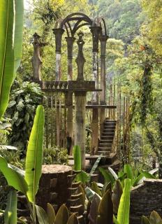 Le Palais de Bambou - Cette structure était appellée la Tour de l'Espoir par Edward James. Son aspect le plus représentatif concerne le structure de bambous en béton qui l'orne.