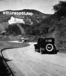 Le signe Hollywood, à l'origine Hollywoodland. Les 4 dernières lettres furent enlevées en 1949.