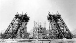 Construction de la tour Eiffel pour l'exposition universelle a paris en 1889 : etat des travaux au 7 decembre 1887 (La construction debuta le 28 janvier 1887)--- building of the Eiffel Tower in Paris for world fair in Paris in 1889, here december 07, 1887
