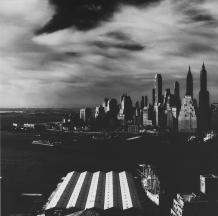 Lower Manhattan vu de Brooklyn, New York City. Fritz Henle.1950